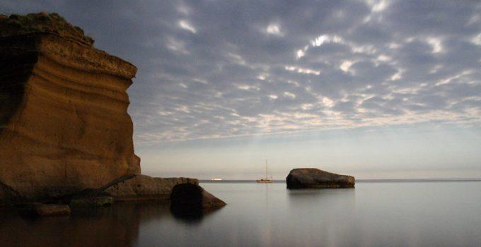 Traghetti Ponza Ventotene | Scogliere e mare a Ventotene