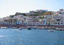 Ischia Casamicciola Ponza | Ponza e il suo porto in una giornata di sole