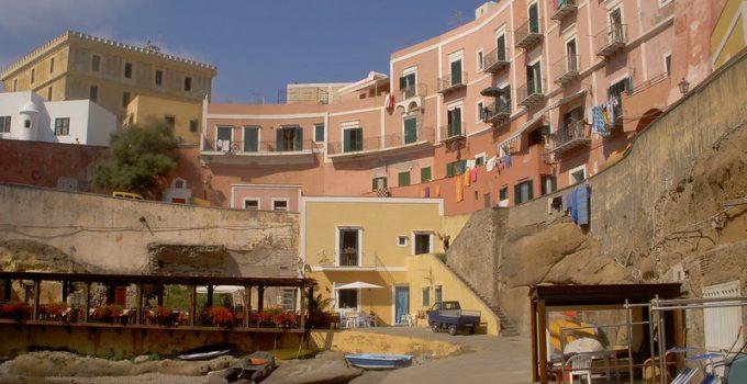 Traghetti Ventotene Ponza | L'antica città e porto romano di Ventotene
