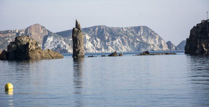 Traghetti Terracina Ponza | Affascinanti scogliere nell'isola di Ponza