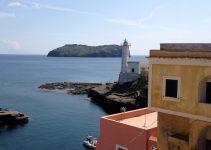 Traghetti Formia Ventotene | L'antico faro di Ventotene