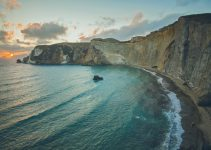 Traghetti Formia Ponza | Le bellissime scogliere di Ponza al crepuscolo